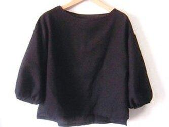 ブラックリネン ギャザー8分袖サイドスリットプルオーバーの画像