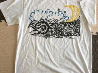 龍と月 Tシャツの画像