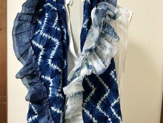 藍染絞り 絹フリル付きマフラー 雁木模様の画像