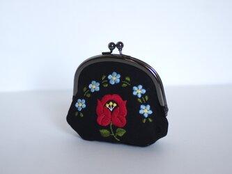 花刺繍のがま口 黒の画像