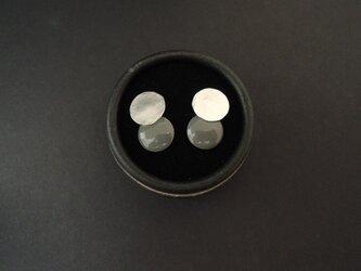 揺れるプレートのピアス ● argent / gris ● 銀/灰の画像