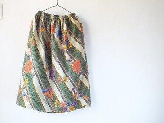 花咲くバティックのスカートの画像