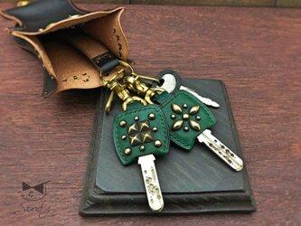 真鍮スタッズでロックなキーカバー 緑の画像