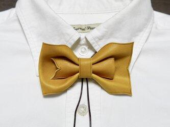 ループ付き 革 蝶ネクタイ 黄の画像