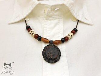 メキシカンレザーネックレス インディアンスカル 丸型 黒(茶芯)の画像