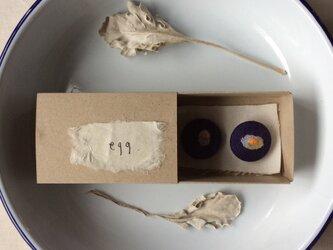 染色と刺しゅうボタン 「egg」 箱の中のabcの画像