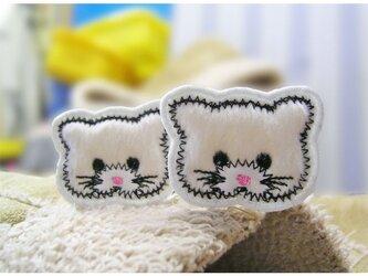 ★小さな猫さん★フサフサなワッペン★ミニ2枚白-4.3の画像