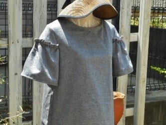 コットンダンガリーのフリルギャザー袖ブラウスの画像
