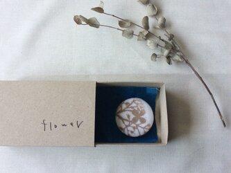 型染 ブローチ 「flower」 箱の中のabcの画像