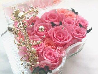 【プリザーブドフラワー/グランドピアノシリーズ】優しいエレガントなピンクの薔薇の愛の画像