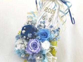 【プリザーブドフラワー/ガラスの靴ミニシリーズ】ブルーのミニ薔薇とリボンのガラスの靴【フラワーケースにリボンラッピの画像