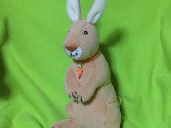立ち型ウサギキーホルダーの画像