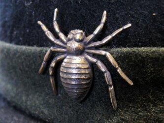 真鍮製 スパイダー(蜘蛛)型ピンズブローチ 結婚式・シャツジャケットやハットの飾りにの画像