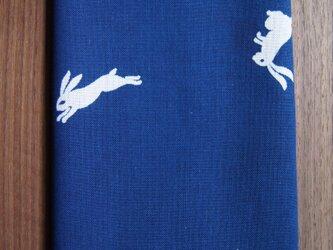 天然藍の型染め手拭い 飛び兎の画像