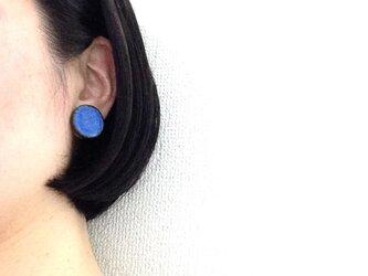 受注生産 丸タイルのイヤリング(藍色)の画像