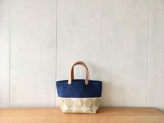 青色と大きな水玉の小さな鞄の画像