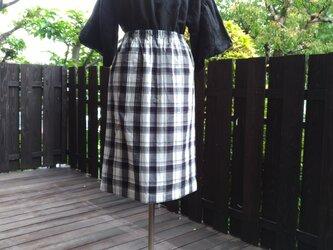 播州織白黒チェックAラインスカート ポケット付きの画像