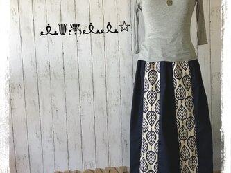 リーフ柄ギャザースカート(紺)の画像