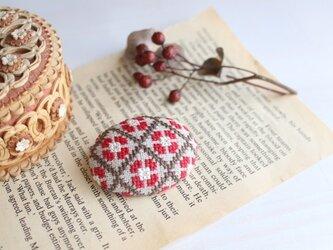 東欧ステッチブローチ*小【赤×茶】の画像