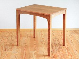 ナラの小さなテーブルの画像