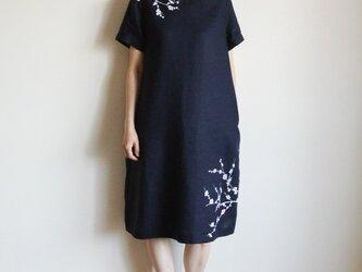 リネン・半袖ワンピース 紺<白梅>の画像
