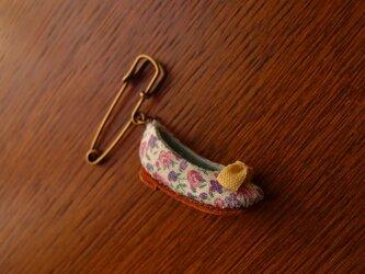 ちいさな靴のブローチ ・ petit roseの画像