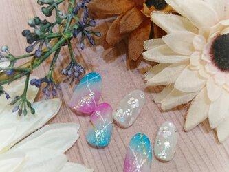 キラキラホロ花ネイルの画像