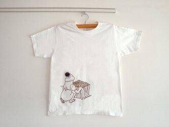 シロツメ草を摘む女の子Tシャツ(MENS/ホワイト)の画像