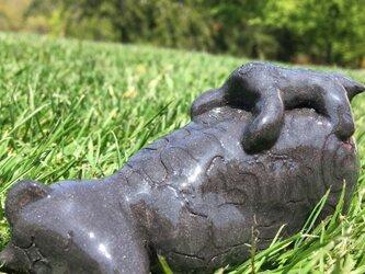 キムンカムイ 親子熊 【 寝そべり】アイヌ模様 陶器 置物 黒 kimunkamuy #2の画像