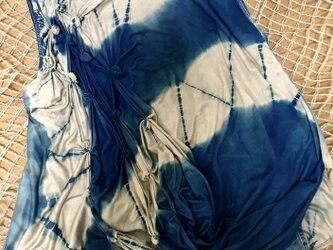 藍染 つまみ手刺繍 ノースリーブTシャツの画像