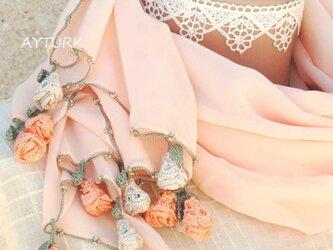 【再販】レースの薔薇付きシフォンストール「ローズ/2辺」サンセット・オレンジの画像