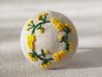 刺繍ブローチ(綿麻)ミモザのリース ヘアゴム可 の画像