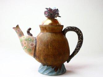 花と虫っ子の珍しいティーポット / 陶芸家 / 灰釉薬 / 茶/teapot/ art potの画像