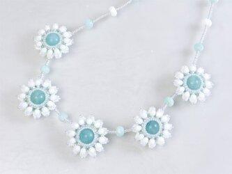 ホワイトフラワー ネックレスの画像