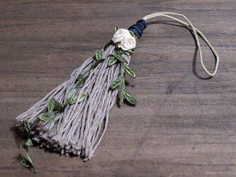 ❁ガーデンタッセル❁ 薔薇 雑貨 インテリア オーナメント グリーン 植物 雑貨 小物 バッグチャーム キーホルダー グリーンの画像
