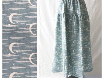 涼しく過ごすためのティアードスカート(あなたと夜と音楽と:グレイッシュブルー)の画像