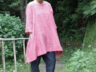 コーラルピンクのプルオーバーの画像