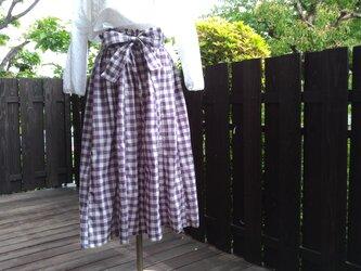 播州織ギンガムチェックリボン付き16枚はぎフレアギャザースカート(白×パープル)の画像