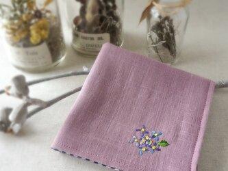 手刺繍入り4重ガーゼハンカチ「紫陽花ブルー」[受注制作]の画像