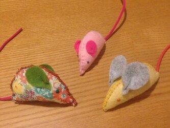 猫のおもちゃ ネズミ3匹セットaの画像