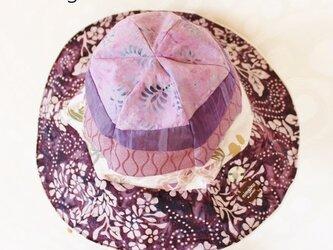 紫グラデーションのチューリップハット(バラ)の画像