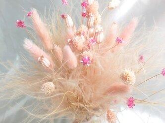 【ベビーピンクのふんわりしたドライフラワー花束】の画像