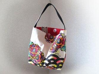 帆布 手描きのトートバッグ リボン付き(花柄×青海波×赤白ドット)の画像