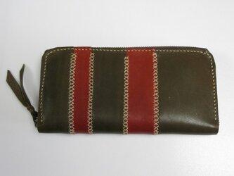 手縫い ボーダー柄のラウンドファスナー財布の画像