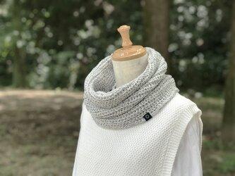 手横編機で作った・美濃和紙糸のスヌード 白杢の画像