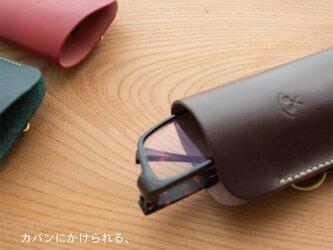 カバンにかけれる本革のメガネケース《名入れ対応》の画像