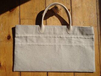 コットンレースをアクセント 綿・麻生地のオリジナルデザインのバッグです。の画像