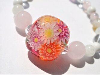 《ガーベラ》 ガラス ブレスレット とんぼ玉 天然石 花の画像