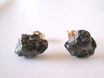 シホテアリニ隕石のピアス・Sikhote Alin Meteorite14KGFの画像
