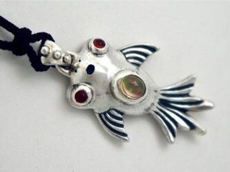 金魚のペンダントの画像